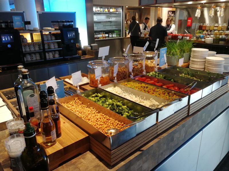 AMS KLMCrown BuffetInferiorDetalhe - AMS | Novo KLM Crown Lounge Non-Schengen no Aeroporto Schiphol de Amsterdam