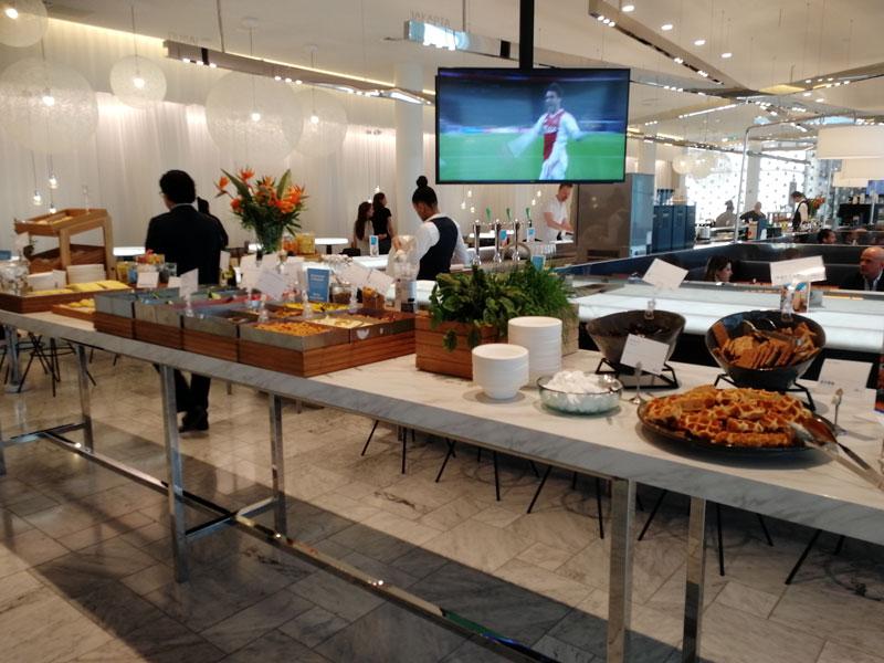 AMS KLMCrown BuffetSuperior - AMS | Novo KLM Crown Lounge Non-Schengen no Aeroporto Schiphol de Amsterdam