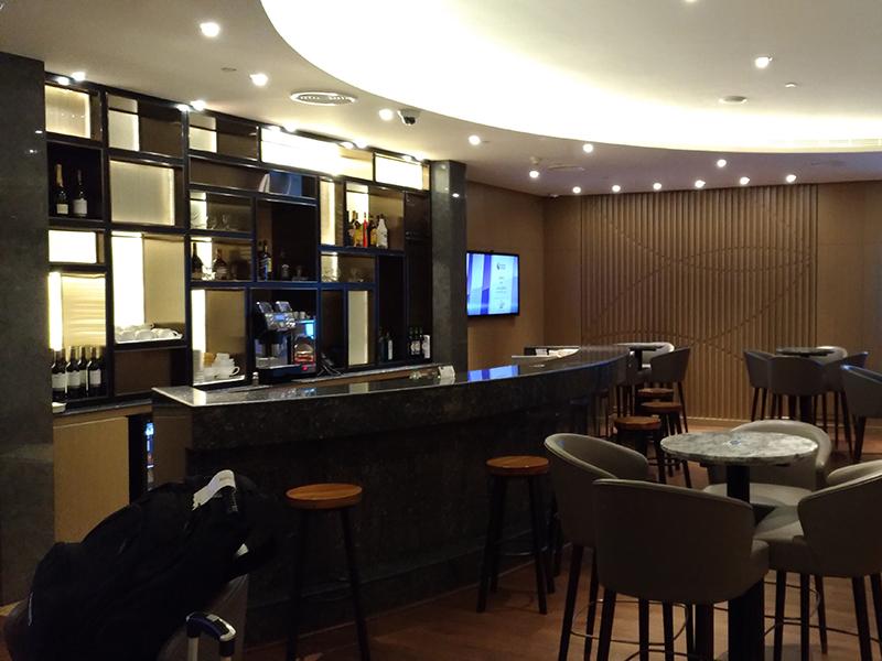 AUH Bar - AUH | Al Dhabi Plaza Premium Lounge Abu Dhabi International Airport