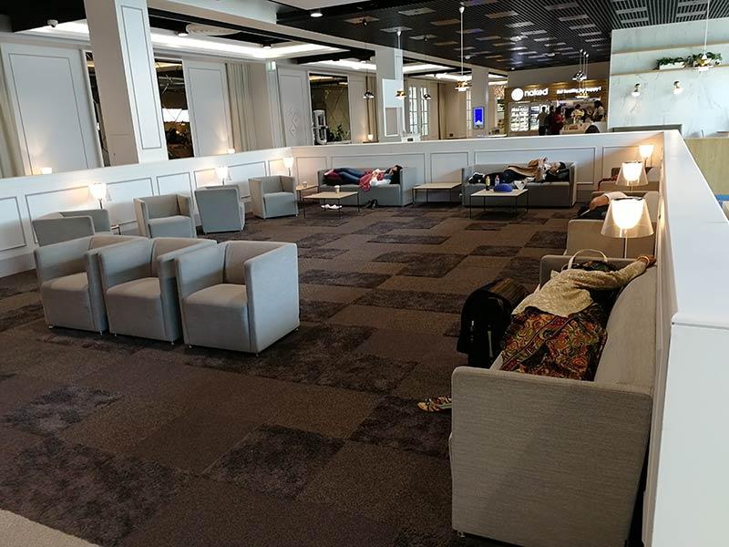 CDG FreeLounge Sofas - CDG | Aeroporto de Paris possui lounge gratuito aos passageiros