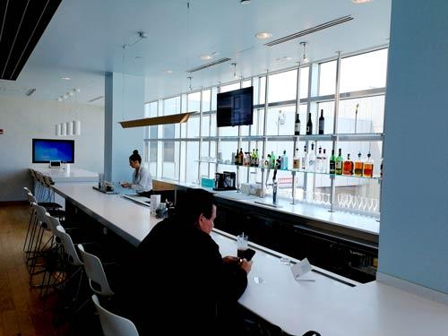 CLE Airspace Bar - CLE   Airspace Lounge no Aeroporto Cleveland Hopkins Internacional