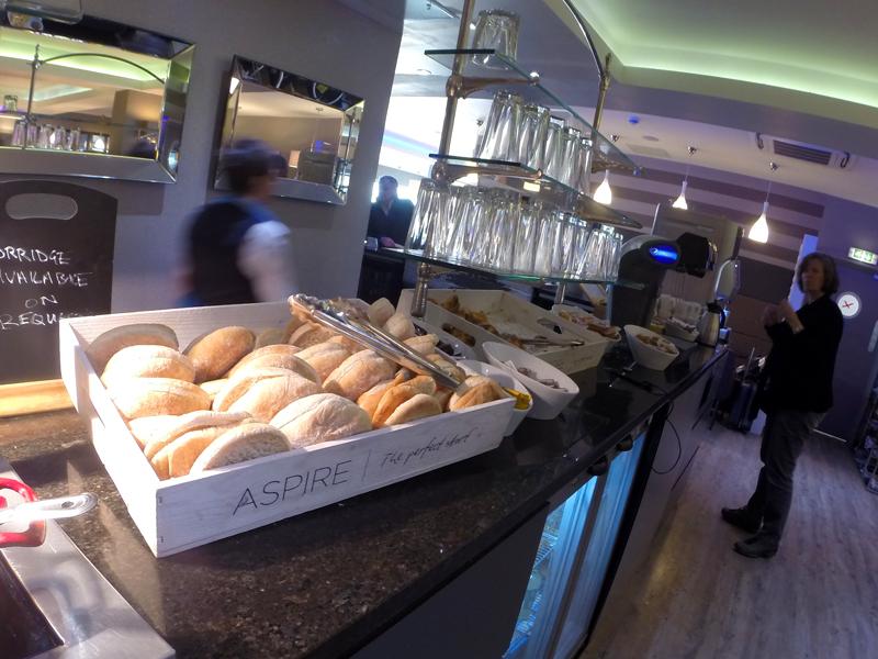 EDI Aspire PaesCroissants MinhaSalaVIP - EDI | Aspire Lounge Edinburgh International Airport