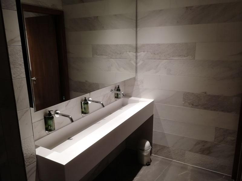 EDI no1lounge banheiro - EDI | Novo No1 Lounge no Aeroporto de Edinburgh na Escócia