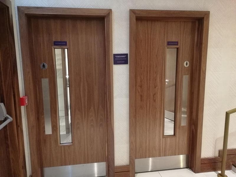 EDI no1lounge banheiro2 - EDI | Novo No1 Lounge no Aeroporto de Edinburgh na Escócia