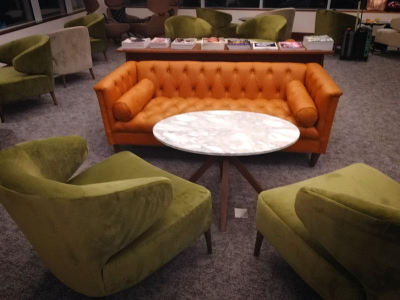 EDI no1lounge sofa - EDI | Novo No1 Lounge no Aeroporto de Edinburgh na Escócia