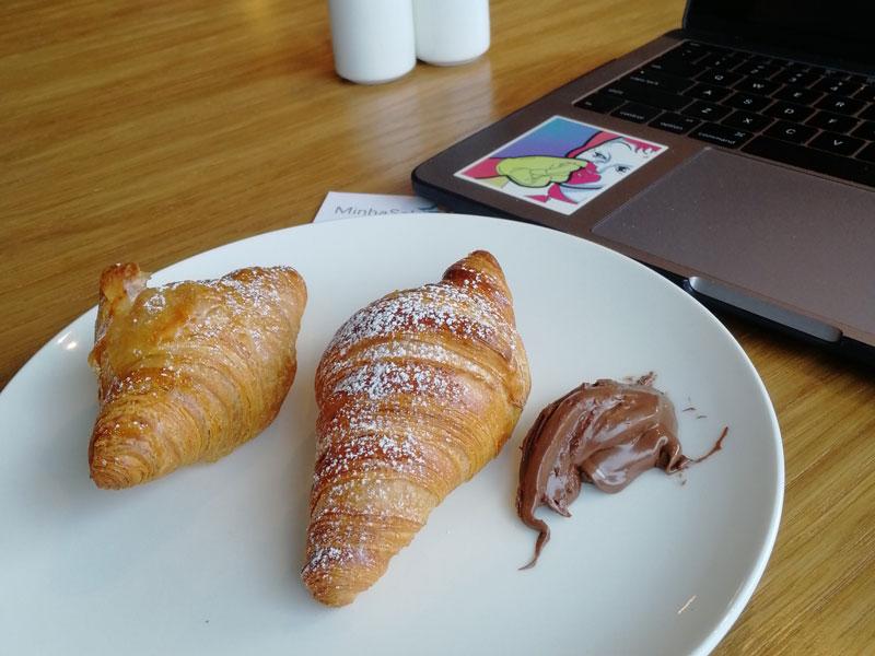 GLA LomondLounge Croissant - GLA | Lomond Lounge no Aeroporto de Glasgow