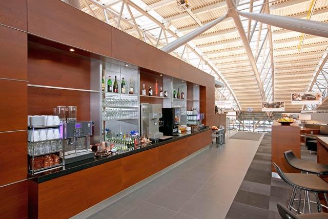 HAM AirportLounge Buffet2 - HAM | Airport Lounge no Aeroporto Fuhlsbuettel em Hamburgo, na Alemanha