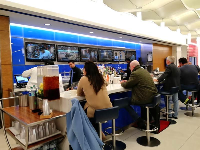 JFK DSCT4 Bar - JFK – [Atualizado] Delta Sky Club Terminal 4 Aeroporto JFK em Nova Iorque