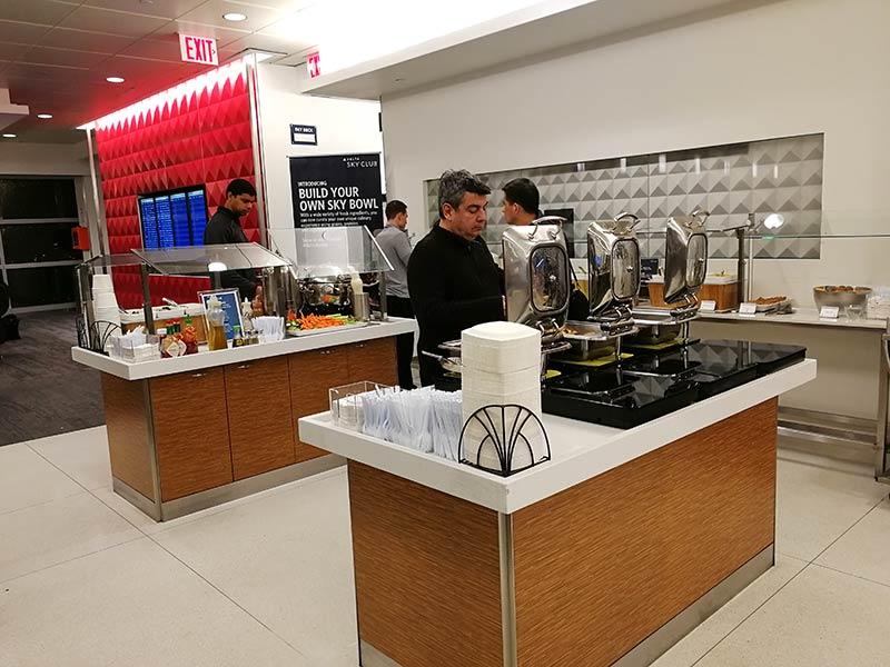 JFK DSCT4 Buffet - JFK – [Atualizado] Delta Sky Club Terminal 4 Aeroporto JFK em Nova Iorque