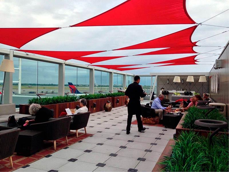 JFK DSCT4 DeckSummer - JFK – [Atualizado] Delta Sky Club Terminal 4 Aeroporto JFK em Nova Iorque