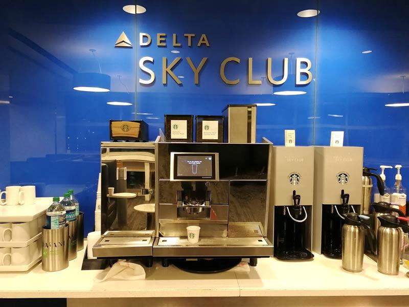 JFK DSCT4 Starbucks - JFK – [Atualizado] Delta Sky Club Terminal 4 Aeroporto JFK em Nova Iorque