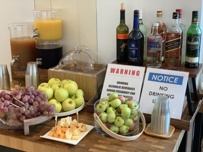 JFK PrimeClass bebidas - JFK | PrimeClass Lounge poderá ser opção da Priority Pass para o Terminal 4 de Nova Iorque