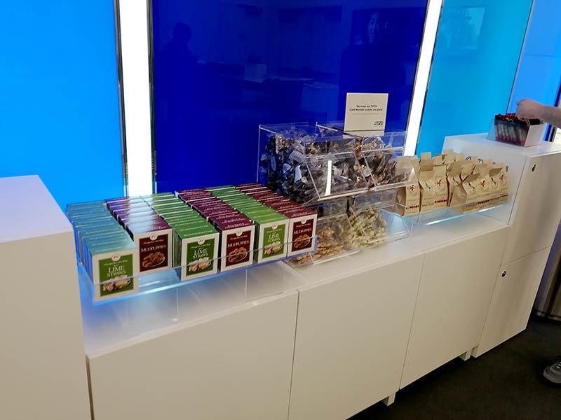 LAS LVCC Snacks - American Express Business Lounge Las Vegas Convention Center