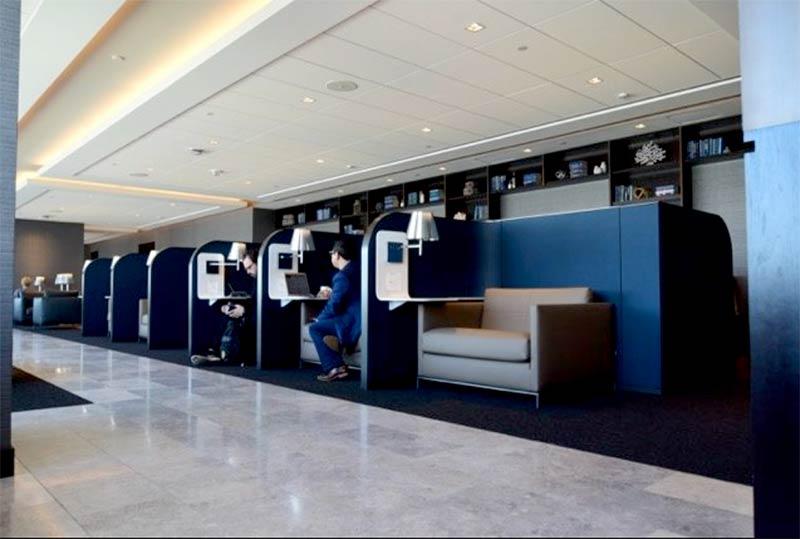 ORD Polaris Desks EvanL - ORD | Conheça o melhor lounge dos Estados Unidos