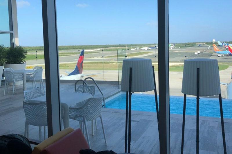 PUJ loungeVIP piscina MinhaSalaVIP - PUJ | Aeroporto de Punta Cana inaugura piscina no VIP Lounge