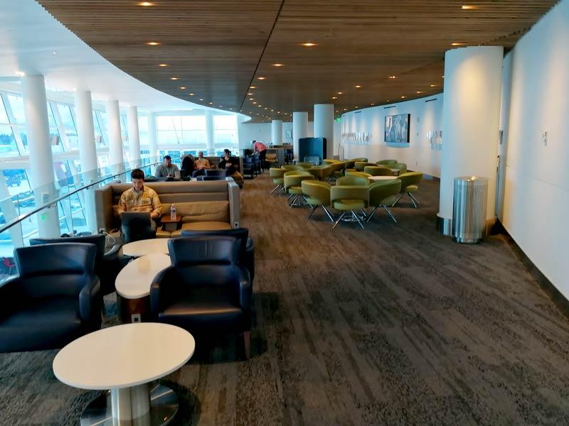 SEA DeltaSC A Mezanino - SEA | Delta Sky Club Terminal A no Seattle Tacoma Airport