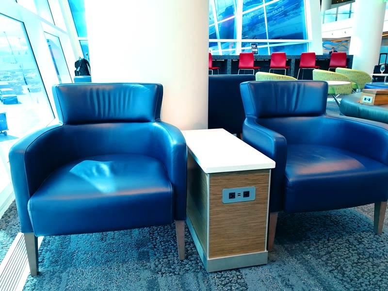 SEA DeltaSC A Plug - SEA | Delta Sky Club Terminal A no Seattle Tacoma Airport